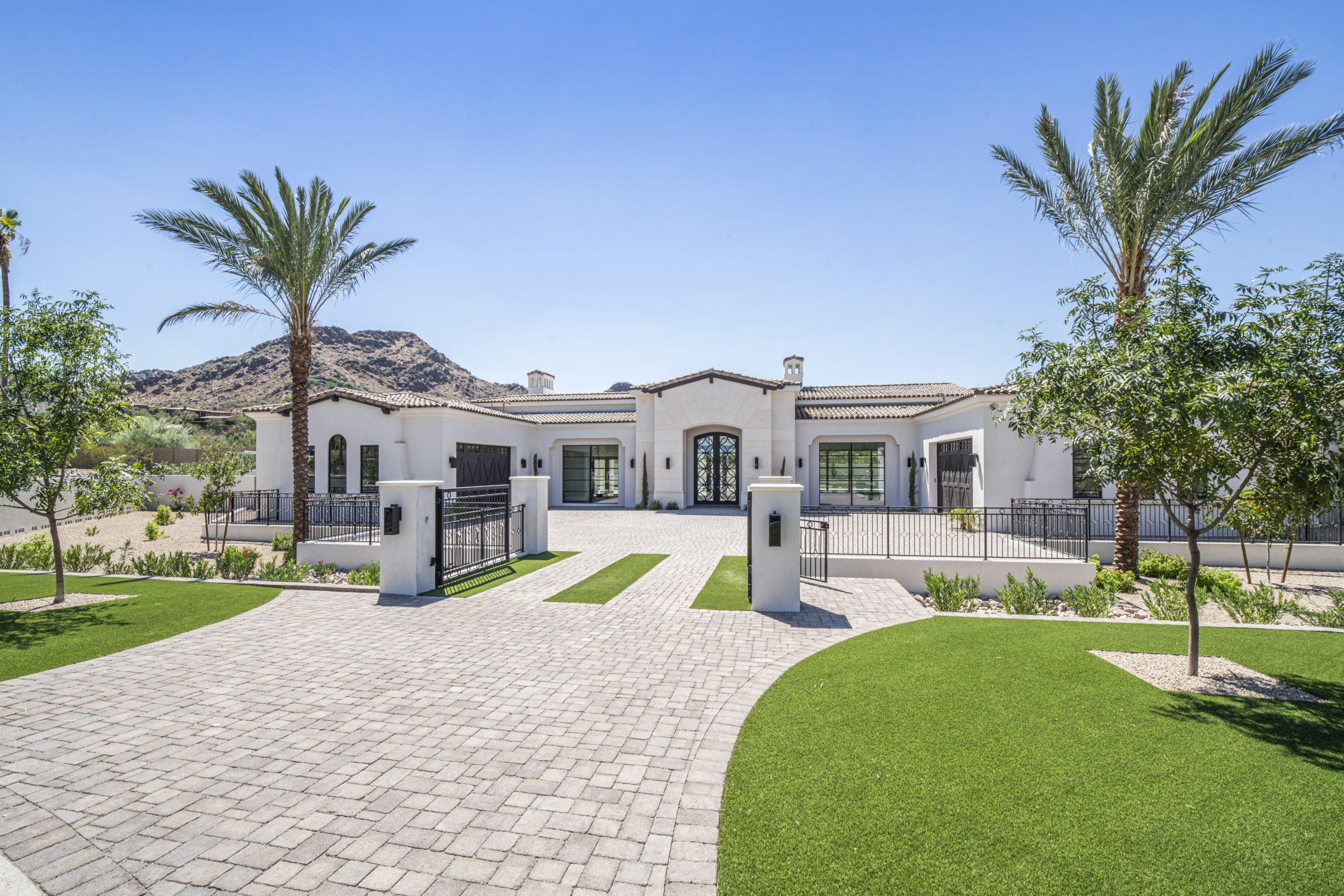 Bret Hills Estate Front Yard